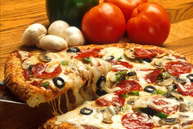 Get Free Dominos Voucher worth Rs 100 at Rs 50 Little App